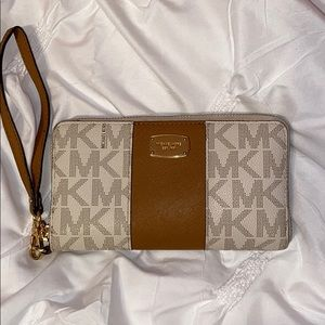 Authentic Michael Kors wristlet